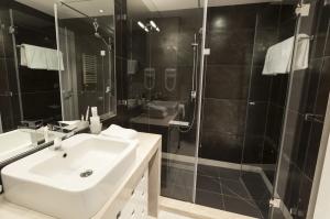 480742343 shower door